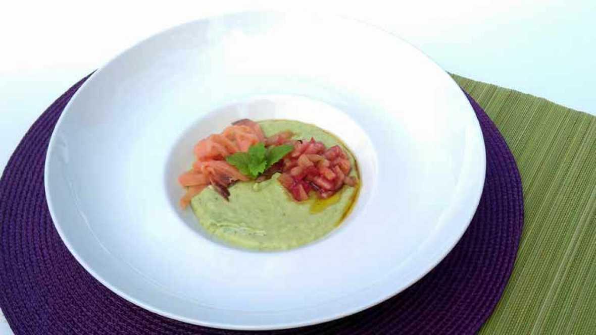 Receta para aumentar la fertilidad: crema fría de pepino, aguacate y salmón