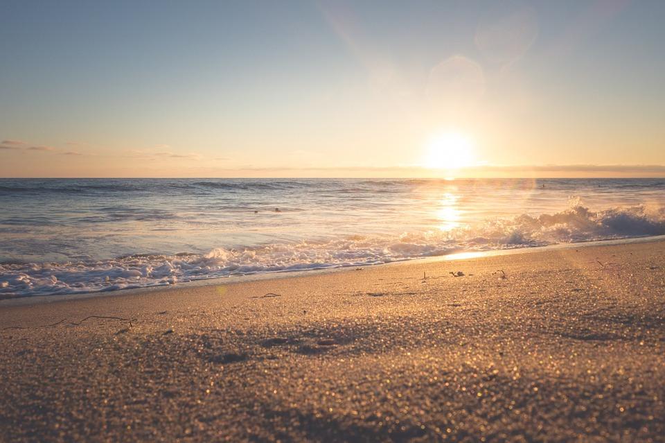 El agua del mar y la playa, remedios para mejorar la fertilidad